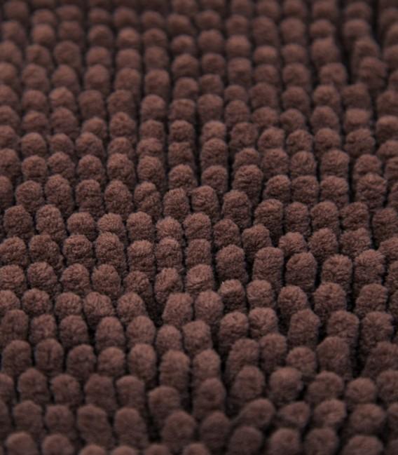 Detalle de la Alfombra de Microfibra Súper Absorbente Color Chocolate