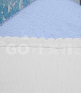 Detalle del Rizo y Panamá de la Capa Baño de bebé color Azul. Especial para bordar